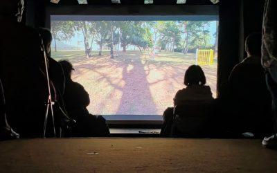Projection du film «le terrain rouge» à Carré bleu